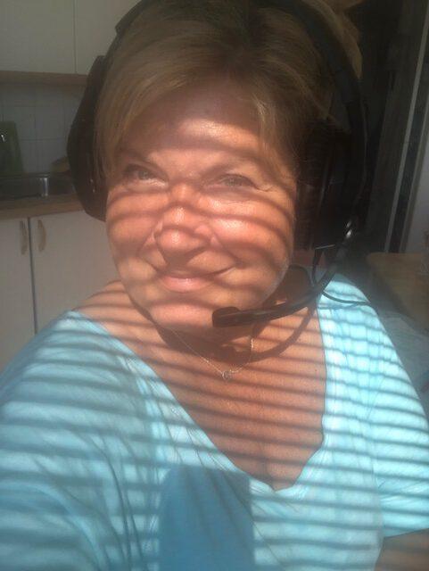 Aurinkoraidar_nainenyliviiskyt_tasaraidat